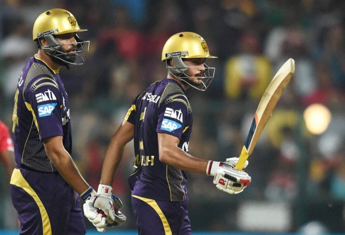KKR-Manish-Pandey-celebrates-50.jpg