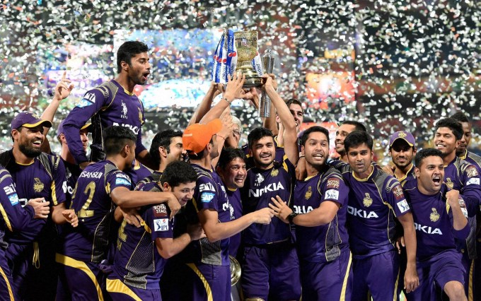 KKRPlayers-with-Trophy.jpg