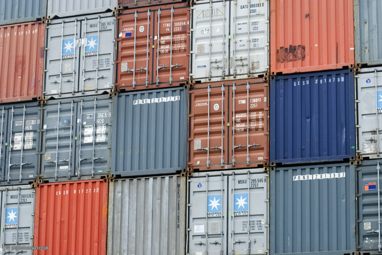 Shipping_containers_at_Clyde.jpg