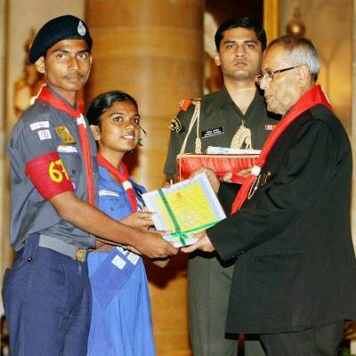 President-Pranab-Mukherjee-honours-Karnataka-cadets-with-Rashtrapati-Scouts-and-Guides-Certificates.jpg