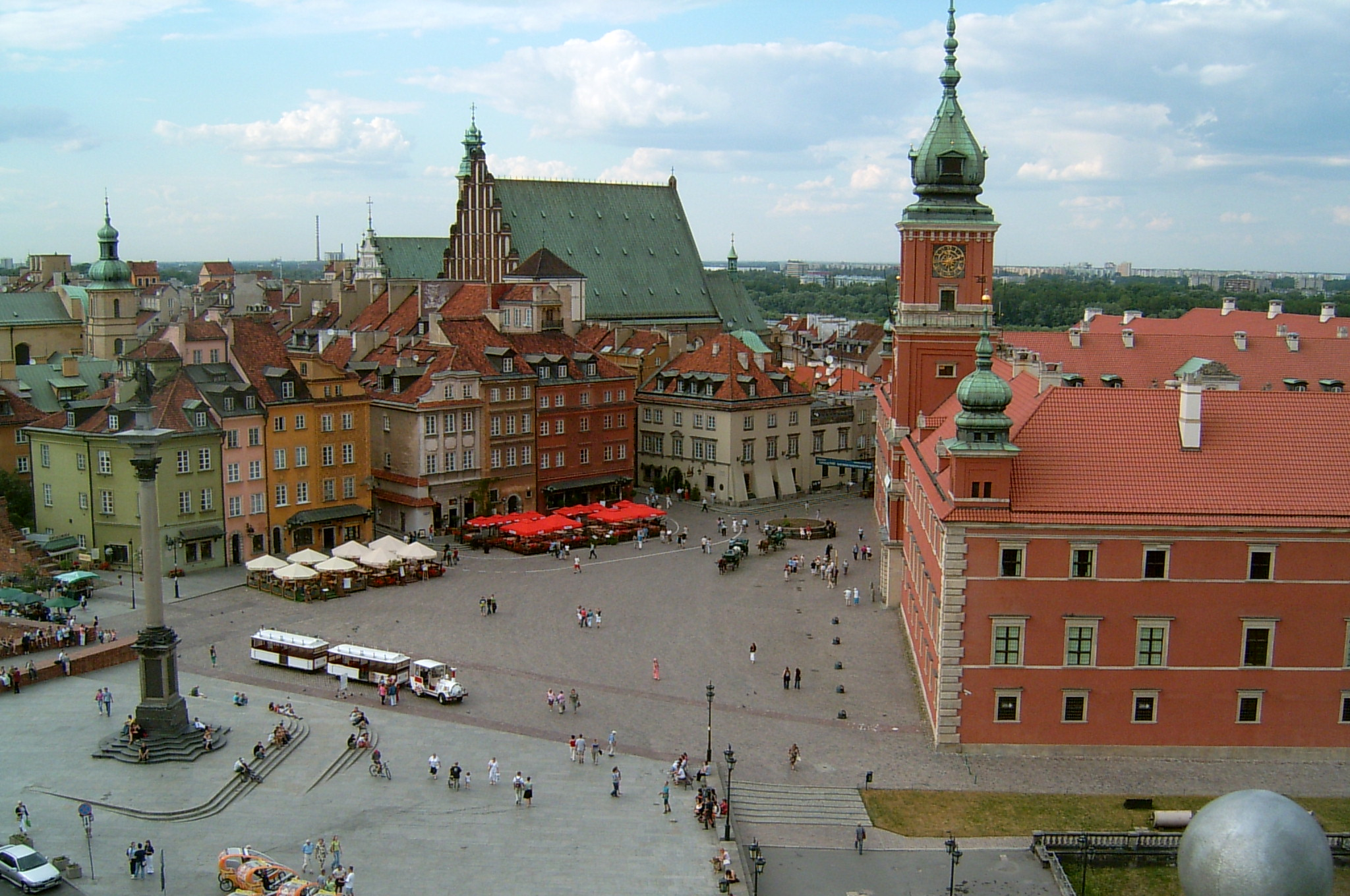 Warsaw_-_Royal_Castle_Square.jpg