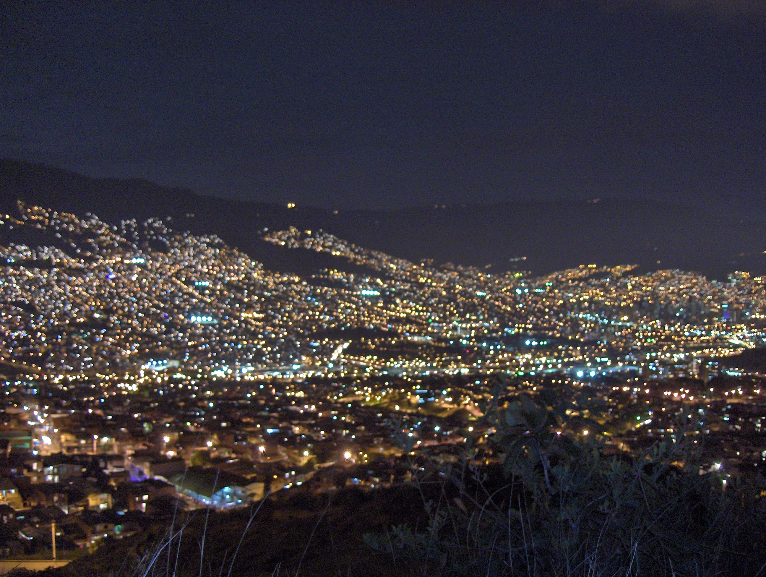 View_of_Medellín_at_night.JPG